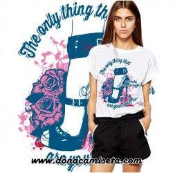 Camiseta Lo único que puede hacer sufrir a una mujer