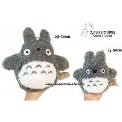Peluche Totoro pelo rizado detalles bordados